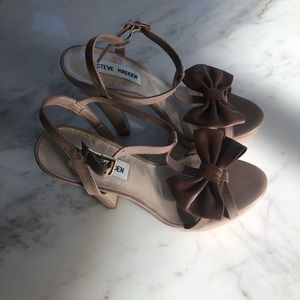 Size 8 Steve Madden tan heels with leather bow